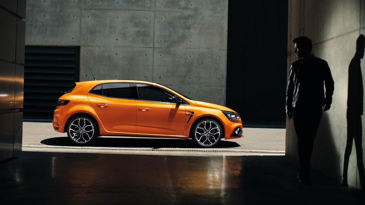 Renault MEGANE R.S. - profile view of the Orange Tonic vehicle