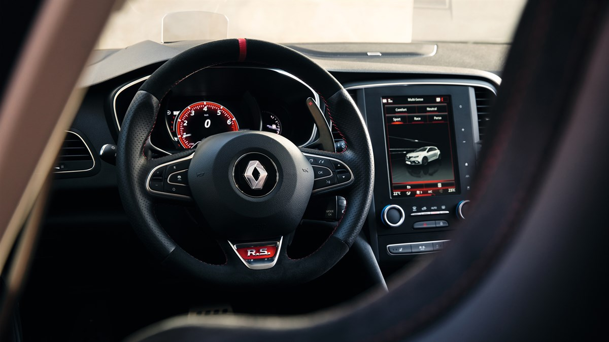 Renault MEGANE RS - focus on driving position from the rear bench seat