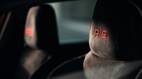 Renault MEGANE RS - focus on headrests
